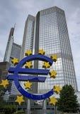 Φρανκφούρτη, Ευρωπαϊκή Κεντρική Τράπεζα, ευρο- ορόσημο σημαδιών Στοκ φωτογραφίες με δικαίωμα ελεύθερης χρήσης