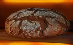 Φραντζόλα του φρέσκου μαύρου ψωμιού σίκαλης από στενό επάνω φούρνων Στοκ φωτογραφίες με δικαίωμα ελεύθερης χρήσης