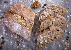 Φραντζόλα του ψωμιού σε έναν ξύλινο πίνακα Στοκ φωτογραφία με δικαίωμα ελεύθερης χρήσης