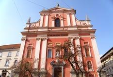 Φραντσησθανή εκκλησία Annunciation, η ελκυστική ρόδινη χρωματισμένη εκκλησία στην πλατεία Preseren στο Λουμπλιάνα Στοκ φωτογραφία με δικαίωμα ελεύθερης χρήσης