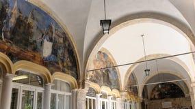 Φραντσησθανό μοναστήρι τοξοειδών ανοηγμάτων σε θόλο νωπογραφιών Dubrovnik Στοκ Φωτογραφίες