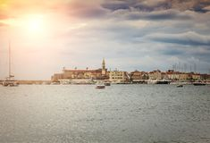 Φρενάρισμα ήλιων μέσω των σύννεφων Στοκ εικόνα με δικαίωμα ελεύθερης χρήσης