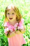 Φρεσκάδα άνοιξη παιδί μικρό ομορφιά φυσική Ημέρα παιδιών Άνοιξη μόδα θερινών κοριτσιών πρόγνωσης καιρού Ευτυχής στοκ φωτογραφία με δικαίωμα ελεύθερης χρήσης