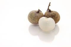 Φρεσκάδα longans στο άσπρο υπόβαθρο στοκ εικόνα με δικαίωμα ελεύθερης χρήσης