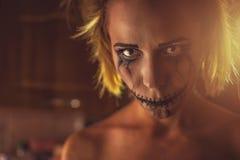 Φρικτό κορίτσι με το τρομακτικό στόμα και τα μάτια Στοκ εικόνα με δικαίωμα ελεύθερης χρήσης