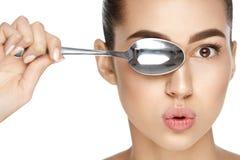 Φροντίδα δέρματος ματιών Όμορφη γυναίκα με το υγιές δέρμα στοκ εικόνες