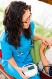 Φροντίδα για τον ανώτερο ασθενή στοκ εικόνα με δικαίωμα ελεύθερης χρήσης