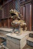 Φρουρά λιονταριών μπροστά από έναν ναό στοκ φωτογραφία με δικαίωμα ελεύθερης χρήσης