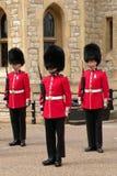 Φρουρές σε ομοιόμορφο στο Λονδίνο στοκ εικόνα με δικαίωμα ελεύθερης χρήσης