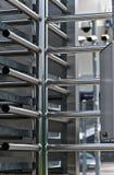 Φρουρημένη είσοδος σταδίων πλήρης-ύψους περιστροφική πύλη Στοκ εικόνα με δικαίωμα ελεύθερης χρήσης