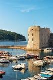 Φρούριο και βάρκες του ST John στον παλαιό λιμένα σε Dubrovnik Στοκ φωτογραφίες με δικαίωμα ελεύθερης χρήσης