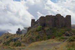 Φρούριο Amberd και ιερή μητέρα του ST Astvatsatsin της εκκλησίας Θεών Στοκ Εικόνες