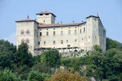 Φρούριο Borromeo Rocca σε Angera στη λίμνη maggiore Στοκ εικόνες με δικαίωμα ελεύθερης χρήσης
