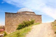 Φρούριο Genoese. Ναός με ένα arcade Στοκ εικόνα με δικαίωμα ελεύθερης χρήσης