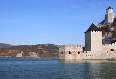 Φρούριο Golubac στο τοπίο ποταμών Δούναβη στοκ εικόνες