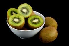Φρούτα ακτινίδιων στο μαύρο υπόβαθρο Στοκ εικόνα με δικαίωμα ελεύθερης χρήσης