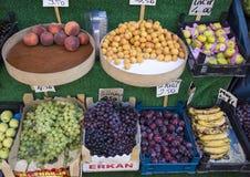 Φρούτα για την αγορά πώλησης σε Istanbuhl Στοκ εικόνα με δικαίωμα ελεύθερης χρήσης