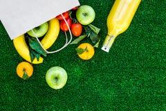 Φρούτα για το πικ-νίκ Apple, μπανάνα, tangerine στην πράσινη τοπ άποψη υποβάθρου χλόης copyspace Στοκ φωτογραφία με δικαίωμα ελεύθερης χρήσης