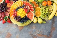 Φρούτα και λαχανικά ουράνιων τόξων, τοπ άποψη Στοκ Εικόνα
