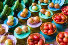 Φρούτα και λαχανικά στο στάβλο αγοράς στοκ φωτογραφίες με δικαίωμα ελεύθερης χρήσης
