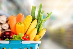 φρούτα και λαχανικά υγιεινής διατροφής στις αγορές παντοπωλείων υπεραγορών στοκ εικόνες