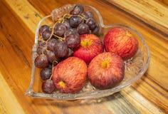 Φρούτα και σταφύλια της Apple παγωμένα Στοκ εικόνες με δικαίωμα ελεύθερης χρήσης