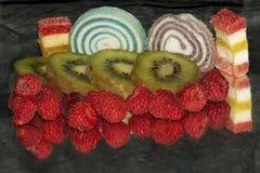 Φρούτα με τα candys Στοκ εικόνα με δικαίωμα ελεύθερης χρήσης