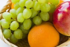 Φρούτα με τις πτώσεις νερού Στοκ φωτογραφία με δικαίωμα ελεύθερης χρήσης