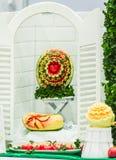 Φρούτα μιγμάτων που χαράζουν στα επιτραπέζια σύνολα Στοκ φωτογραφίες με δικαίωμα ελεύθερης χρήσης