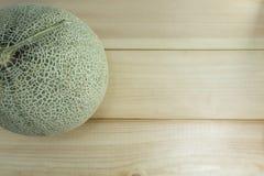 Φρούτα πεπονιών σε ξύλινο στοκ φωτογραφίες