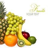 Φρούτα που απομονώνονται στο λευκό. Σύνολο διαφορετικών νωπών καρπών Στοκ Φωτογραφία