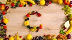 Φρούτα που γίνονται το γράμμα Γ Στοκ εικόνες με δικαίωμα ελεύθερης χρήσης