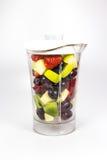 Φρούτα σε έναν αναμίκτη Στοκ φωτογραφίες με δικαίωμα ελεύθερης χρήσης