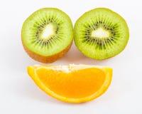 Φρούτα σε ένα άσπρο υπόβαθρο στοκ εικόνες