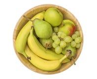 Φρούτα σε ένα ξύλινο κύπελλο Στοκ φωτογραφία με δικαίωμα ελεύθερης χρήσης