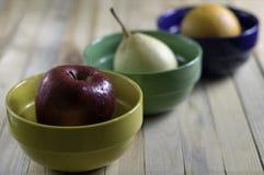 Φρούτα σε ένα πιάτο Στοκ φωτογραφία με δικαίωμα ελεύθερης χρήσης