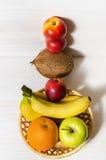 Φρούτα σε ένα basketfruit Στοκ φωτογραφίες με δικαίωμα ελεύθερης χρήσης