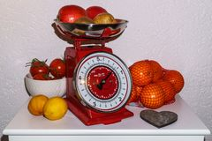 Φρούτα σε μια κλίμακα Στοκ Εικόνα