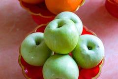 Φρούτα στο δίσκο βάθρων Στοκ Εικόνα