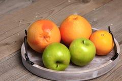 Φρούτα στο ξύλο Βιο υγιή τρόφιμα, χορτάρια και καρυκεύματα Στοκ εικόνα με δικαίωμα ελεύθερης χρήσης