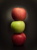 Φρούτα της Apple, σε ένα μαύρο υπόβαθρο Στοκ φωτογραφία με δικαίωμα ελεύθερης χρήσης