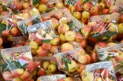Φρούτα της Apple στην αγορά Στοκ φωτογραφία με δικαίωμα ελεύθερης χρήσης