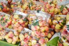 Φρούτα της Apple στην αγορά Στοκ εικόνες με δικαίωμα ελεύθερης χρήσης