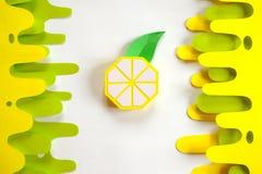 Φρούτα φιαγμένα από έγγραφο E Υπάρχει χώρος για το γράψιμο tropics r Λεμόνι στοκ εικόνες