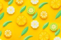 Φρούτα φιαγμένα από έγγραφο r Υπάρχει χώρος για το γράψιμο tropics r Πορτοκάλι, λεμόνι στοκ εικόνες με δικαίωμα ελεύθερης χρήσης