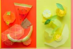 Φρούτα φιαγμένα από έγγραφο r tropics r στοκ εικόνες