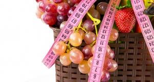 Φρούτα όλα μαζί και μέτρηση Στοκ Φωτογραφία
