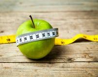 Φρούτα Apple και εκατοστόμετρο κατανάλωση υγιής Στοκ εικόνες με δικαίωμα ελεύθερης χρήσης