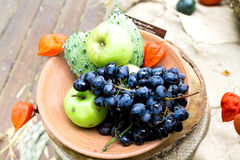 Φρούτα Othre σε ένα πιάτο Στοκ φωτογραφίες με δικαίωμα ελεύθερης χρήσης