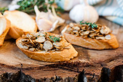Φρυγανιά με τα τηγανισμένα μανιτάρια Στοκ φωτογραφία με δικαίωμα ελεύθερης χρήσης